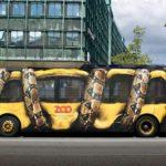Pubblicità zoo all'esterno del bus