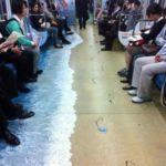 Pubblicità spiaggia su metropolitana di Seul